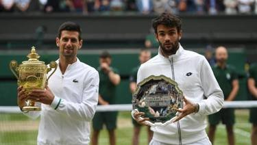 Novak Djokovic e Matteo Berrettini. Epa